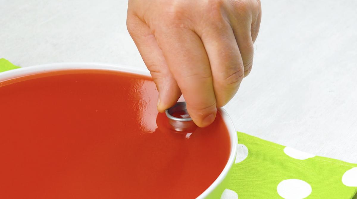 corte a gelatina com cortador de biscoitos