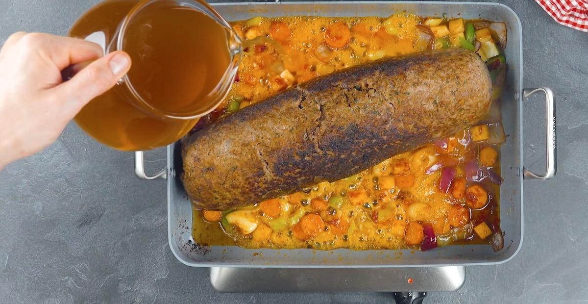 legumes, caldo e bolo de carne