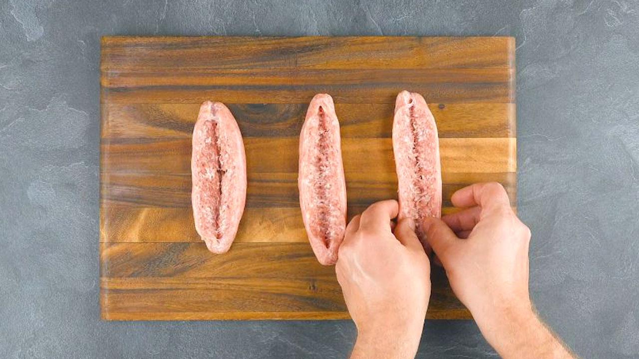 salsichas cortadas a meio