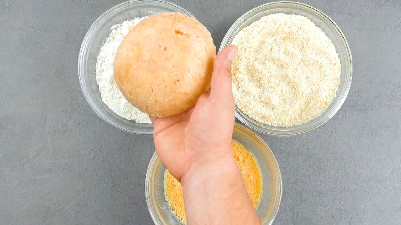 empanar com ovo, farinha e farinha de rosca