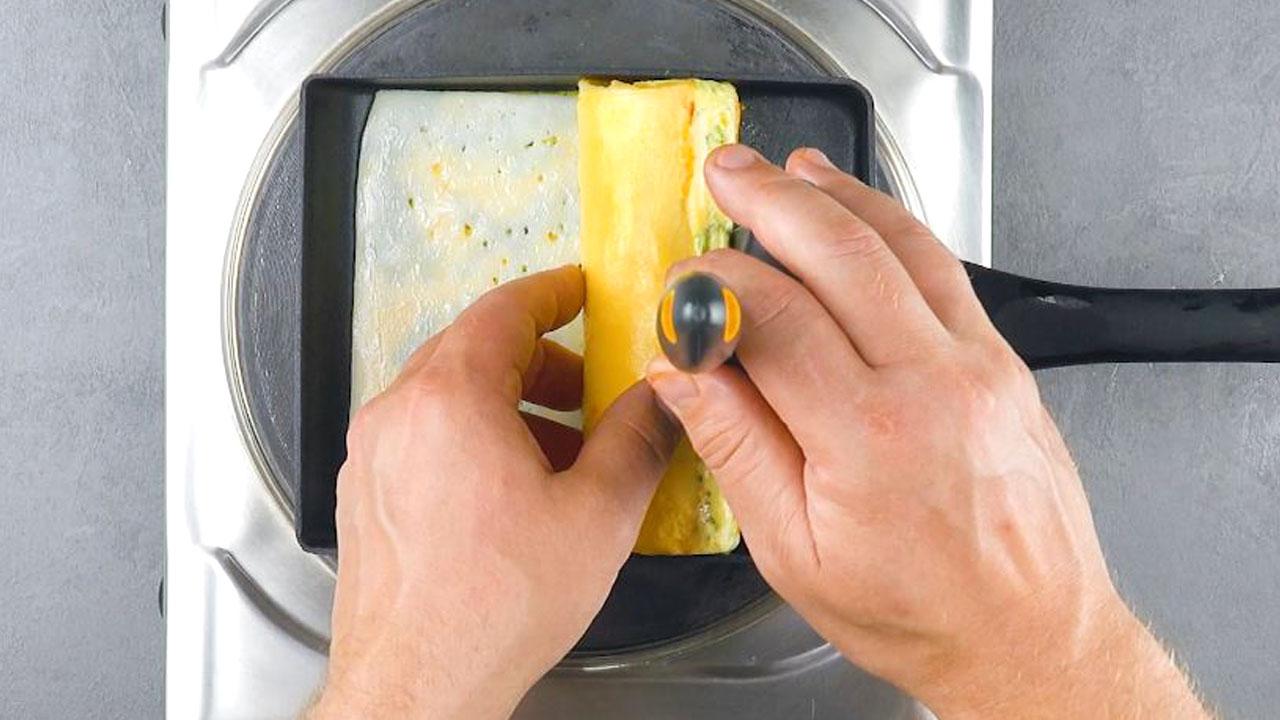 adicione queijo e enrole o ovo