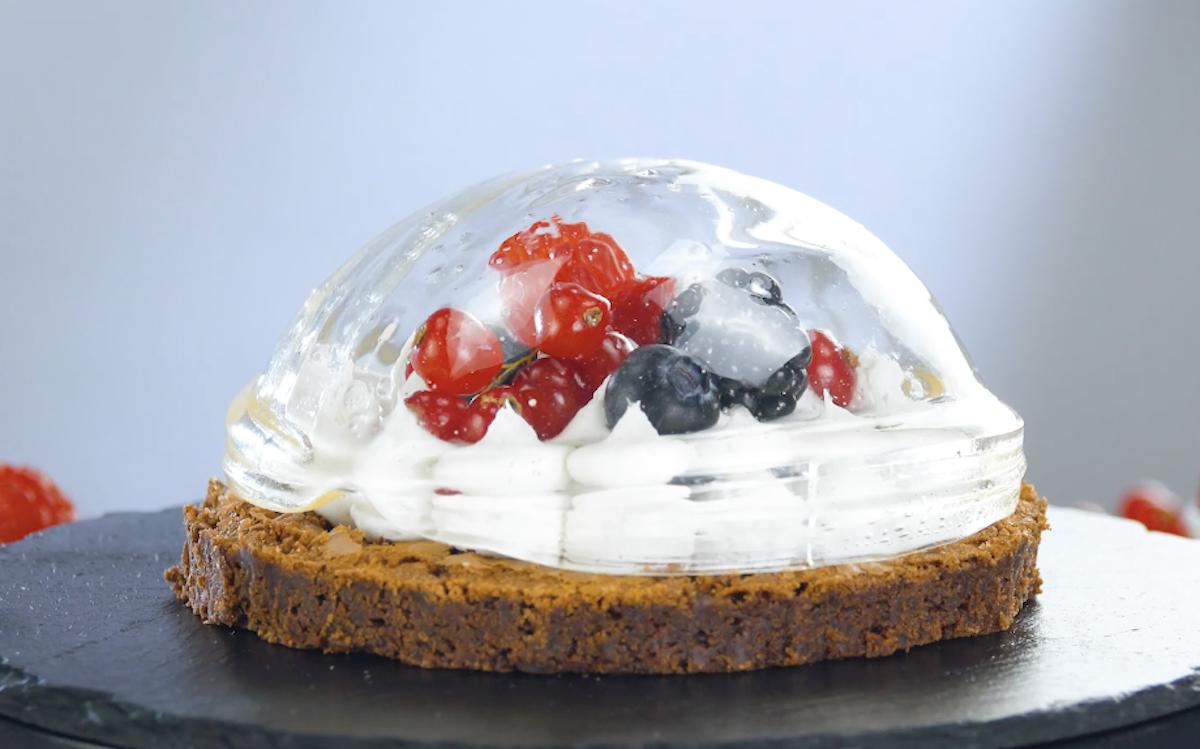 bolo com cúpula de açúcar