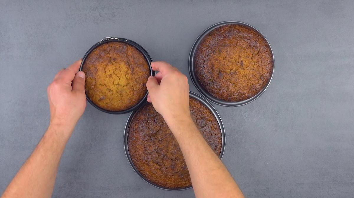 leve ao forno as 3 formas de tamanhos diferentes