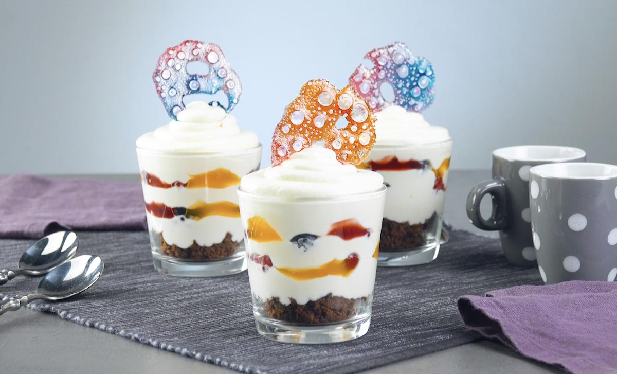 sobremesa decorada com bolhas de açúcar