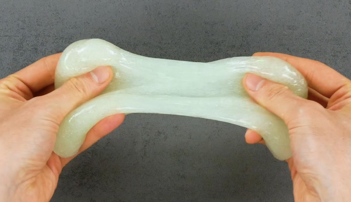Slime fluorescente; pasta de modelar caseira