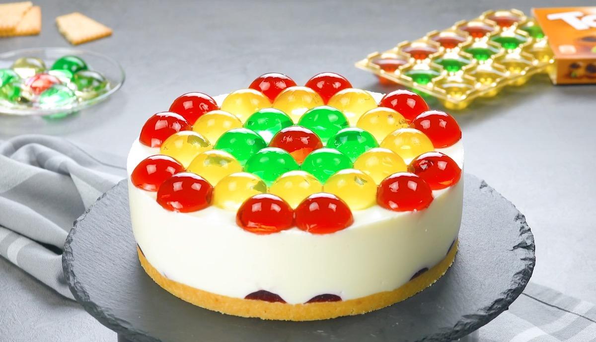 cheesecake decorada com gelatinas