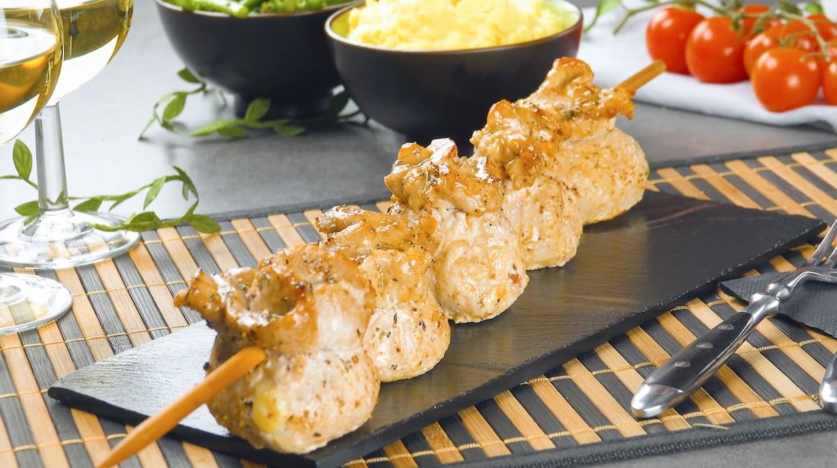 espetinho de dumplings de carne de porco