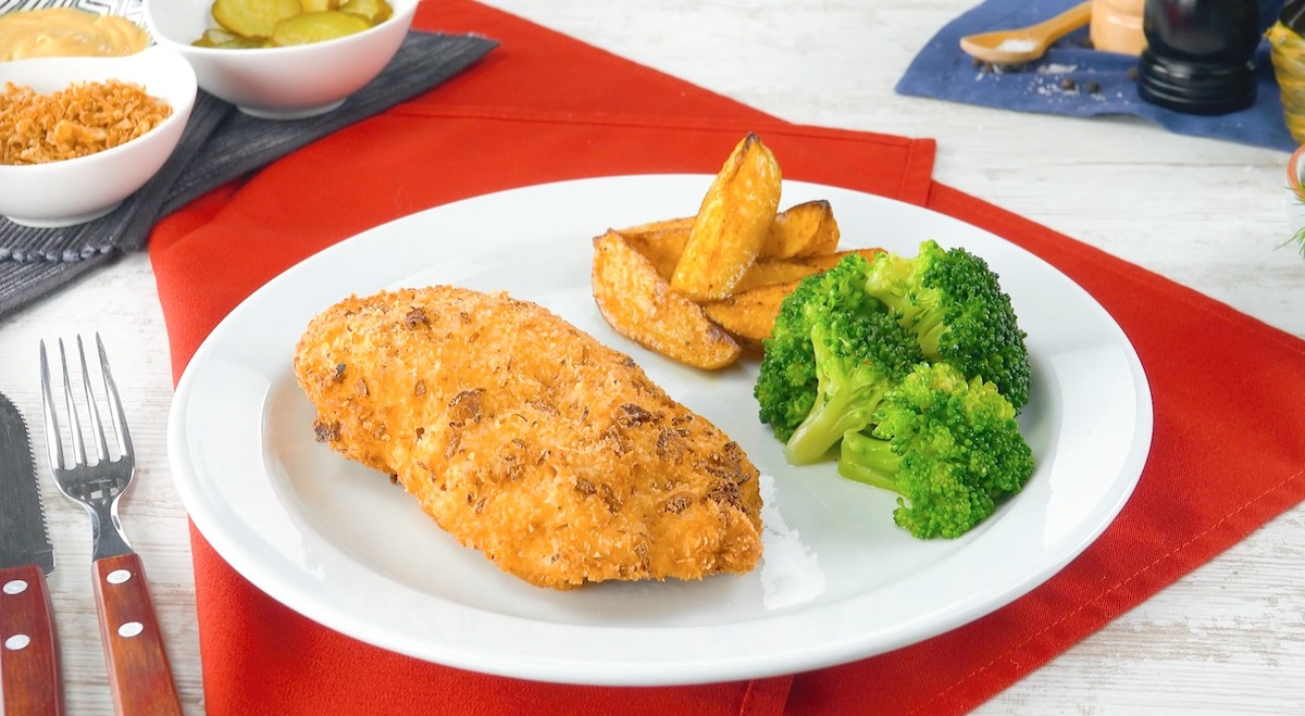 Peito de frango recheado e empanado