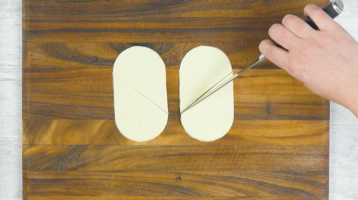 faça um corte na diagonal na massa