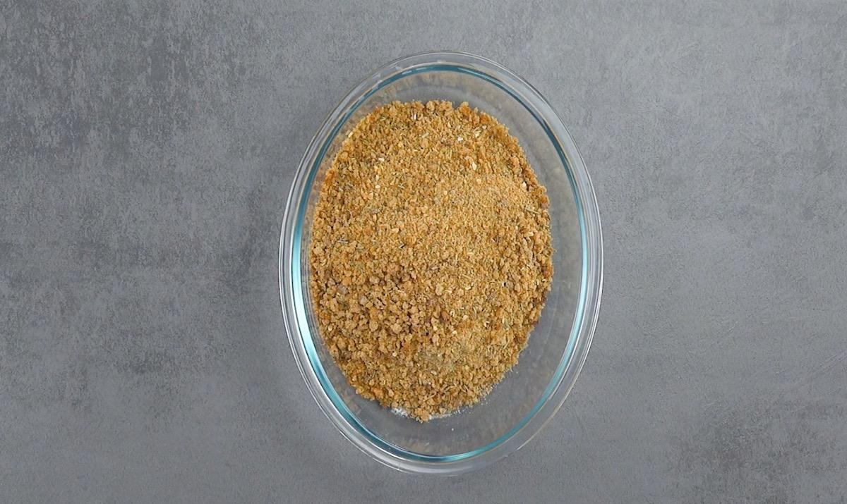 rale o pão de centeio para fazer a farinha