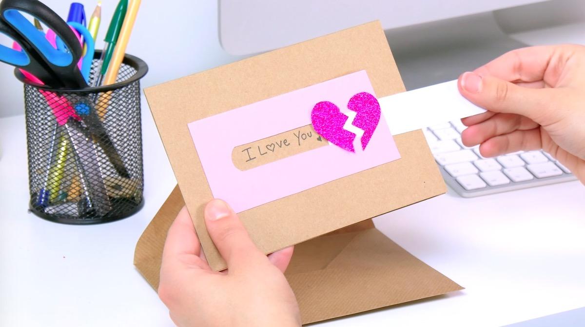 cartão com mensagem oculta