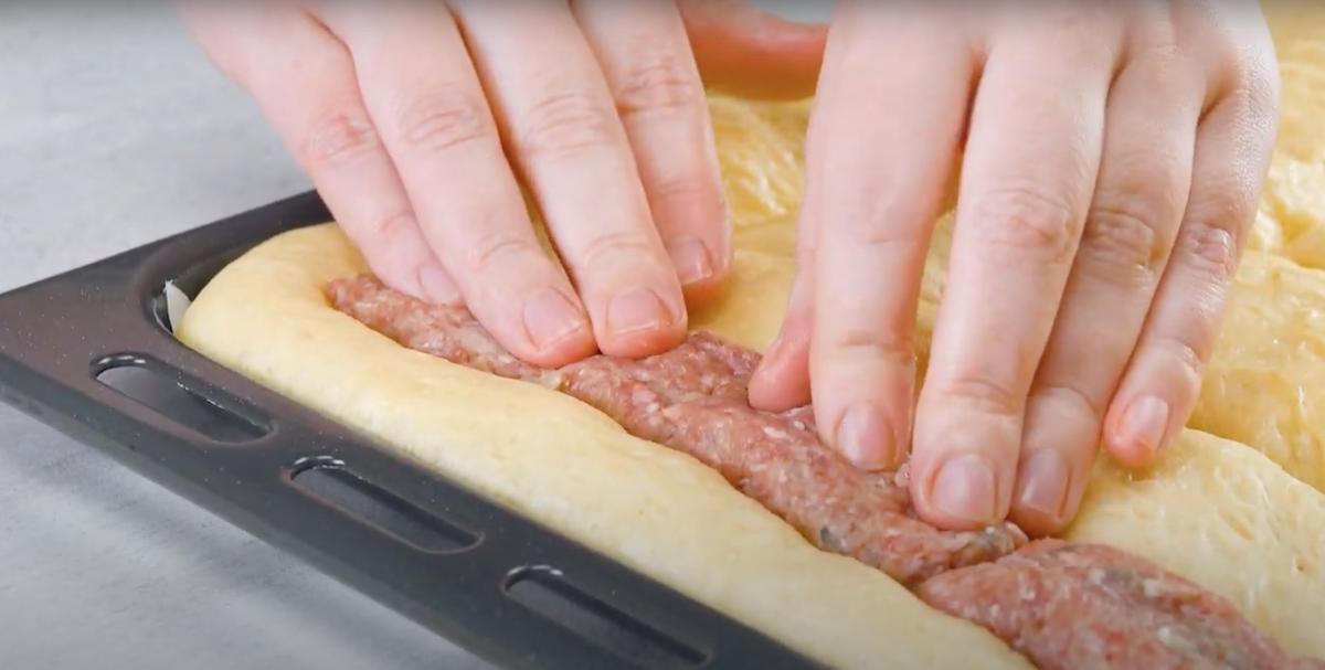 coloque a carne na massa