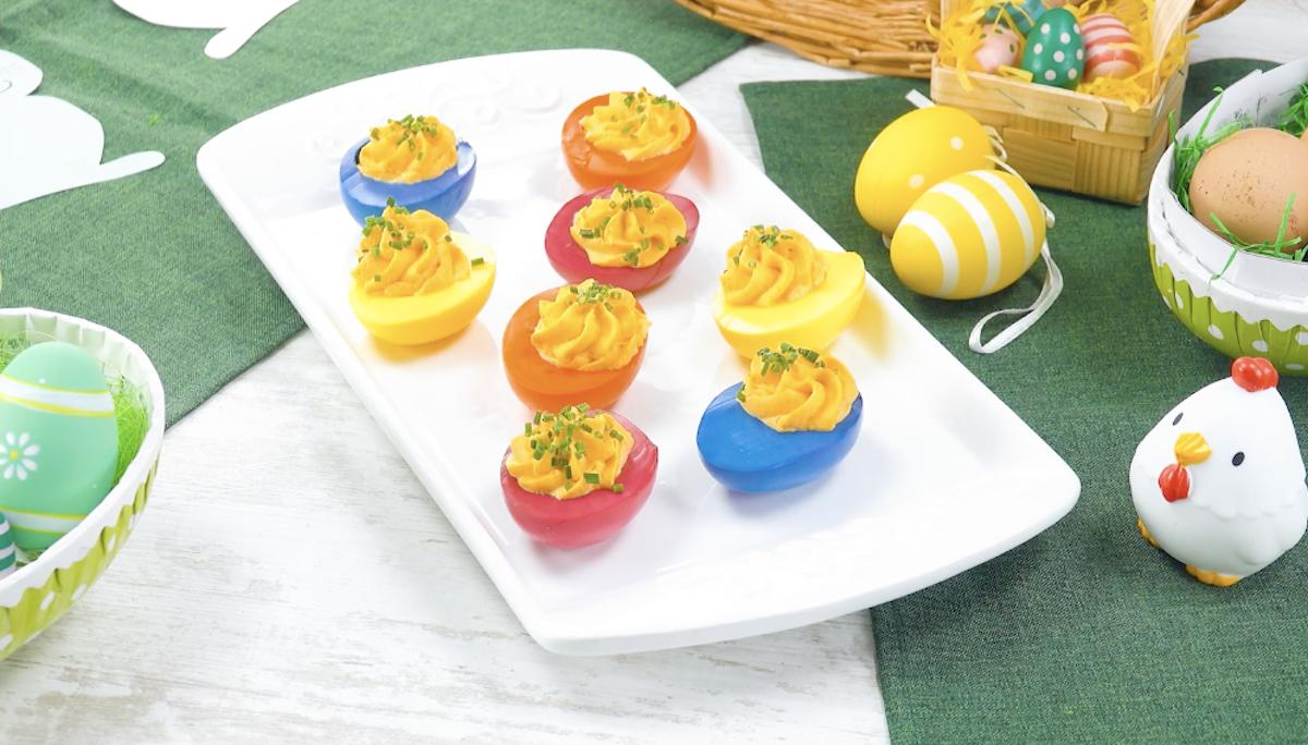 ovos coloridos recheados