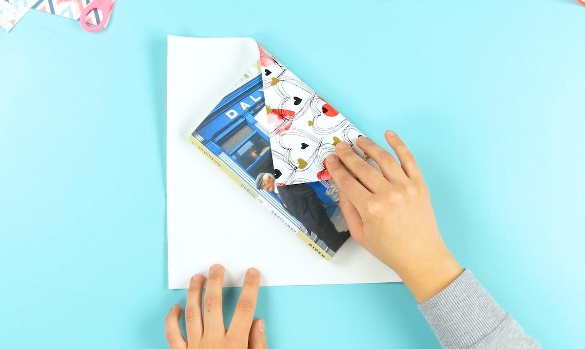embrulhar um livro de presente