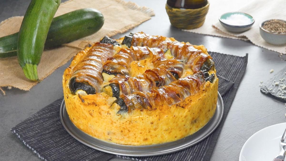 Bolo de batata com abobrinhas inteiras recheadas com queijo