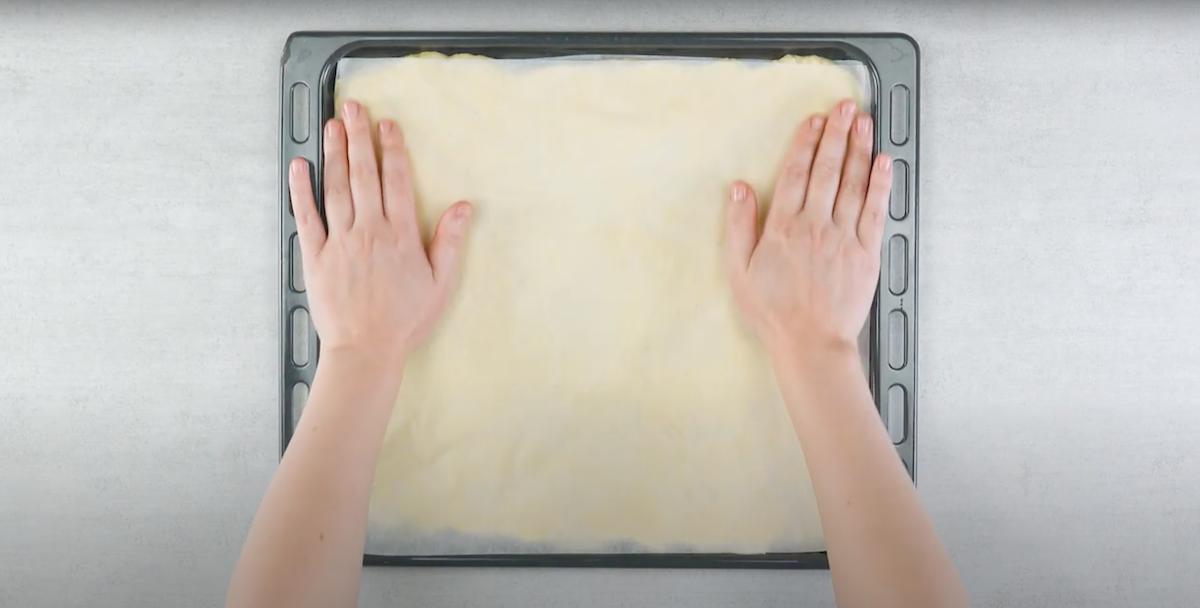 cubra com papel manteiga e deixe crescer
