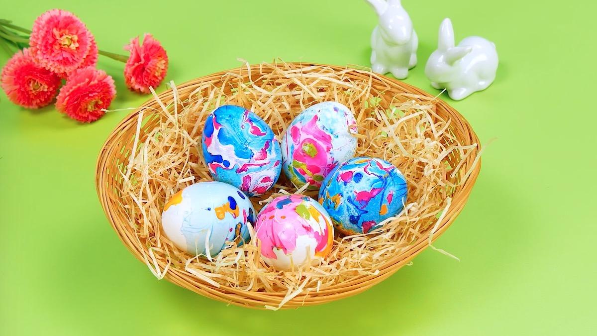 ovos de Páscoa de tie-dye
