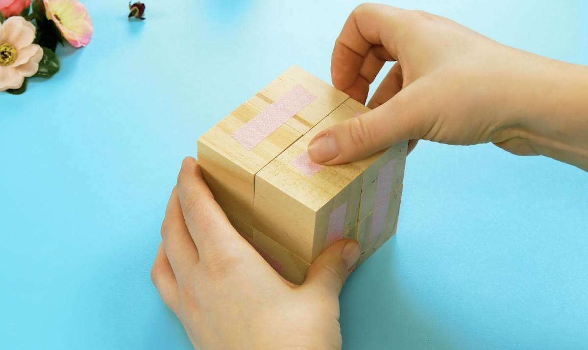 cole os blocos de madeira