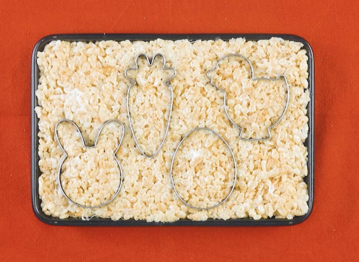 cortador de biscoito na mistura de arroz tufado