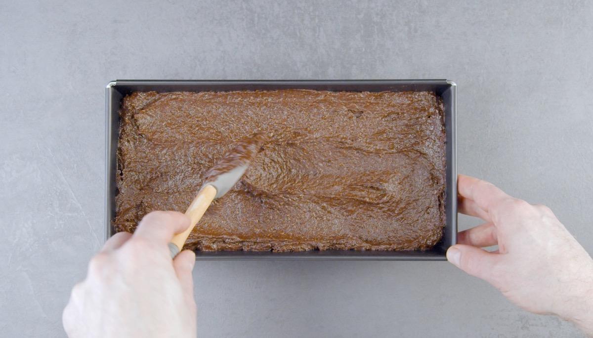 prepare a massa do bolo de chocolate