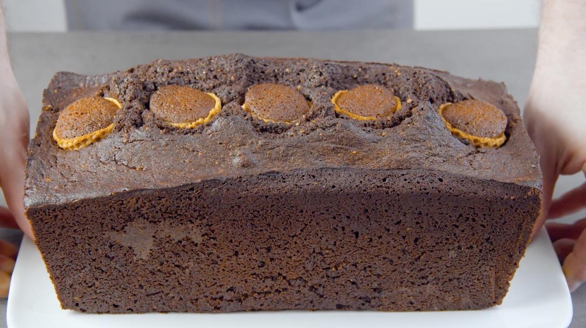 asse o bolo de chocolate