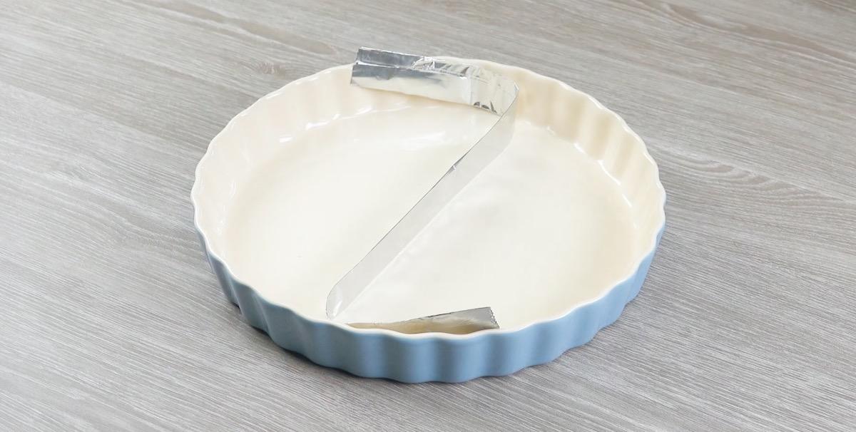 Divida a forma com papel alumínio