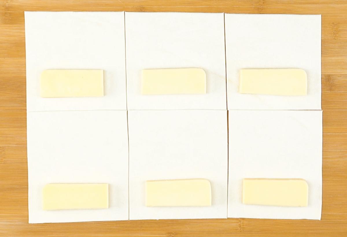 quadrados de massa com gouda