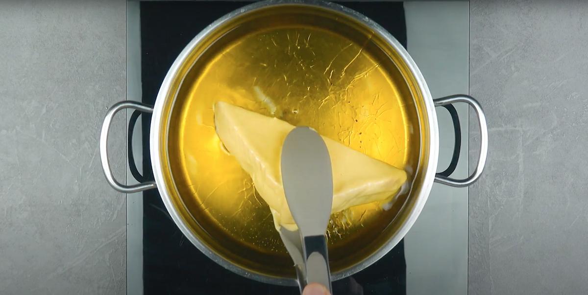 faire cuire le sandwich dans l'huile