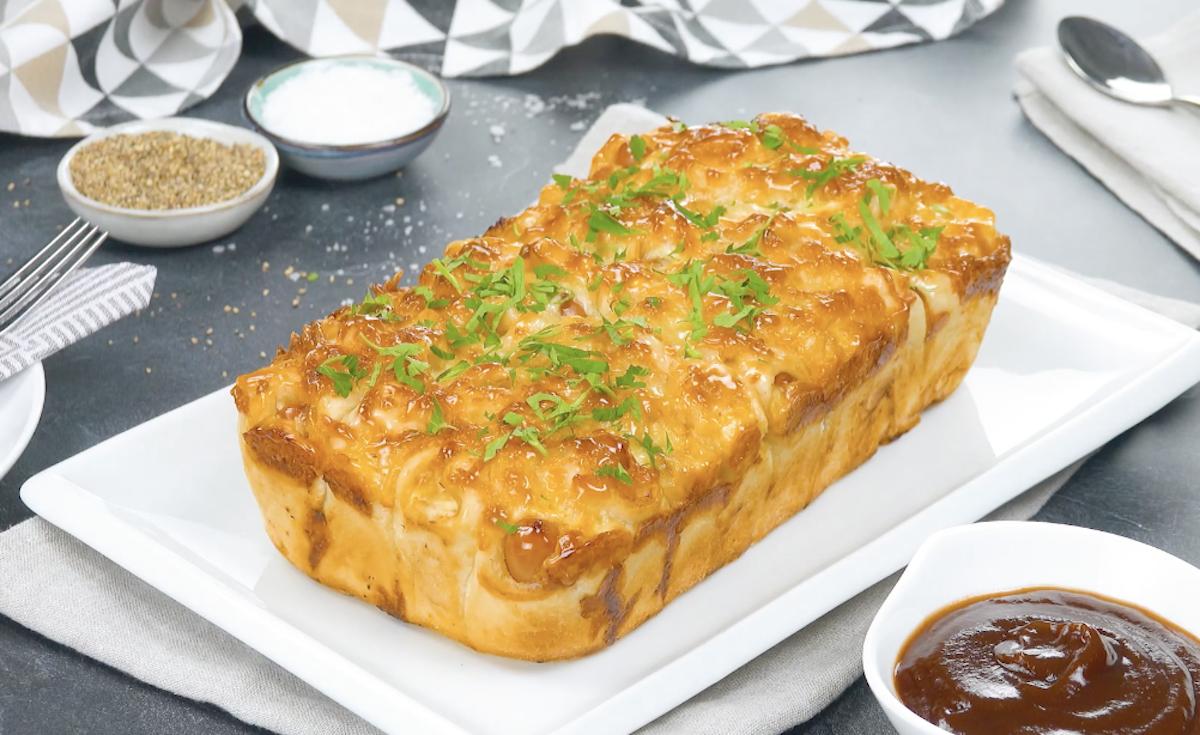 Assadeira de rolinhos de salsicha com queijo