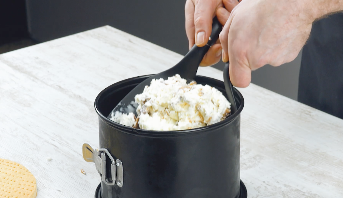 misture sorvete, twix e caramelos