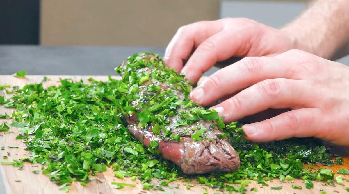 filé de carne bovina com ervas aromáticas