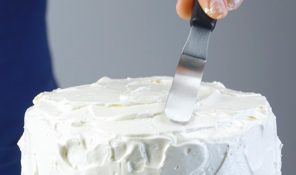 cubra o bolo com ganache