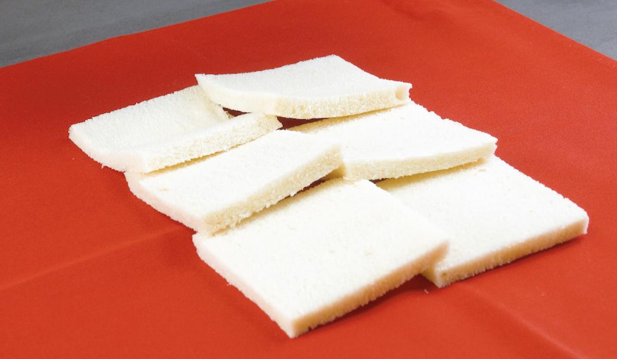 sobreponha as fatias de pão