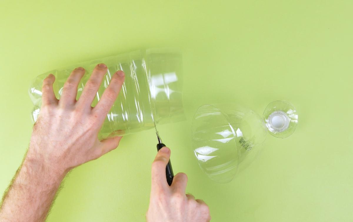 corte a garrafa de plástico