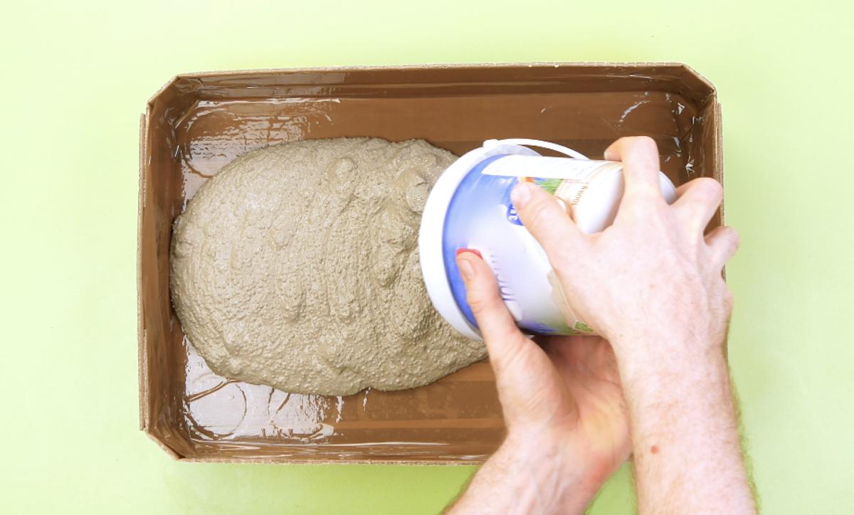 encha a caixa com cimento