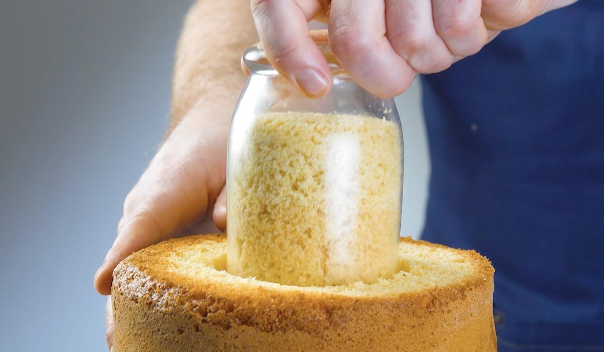 retire o centro do bolo