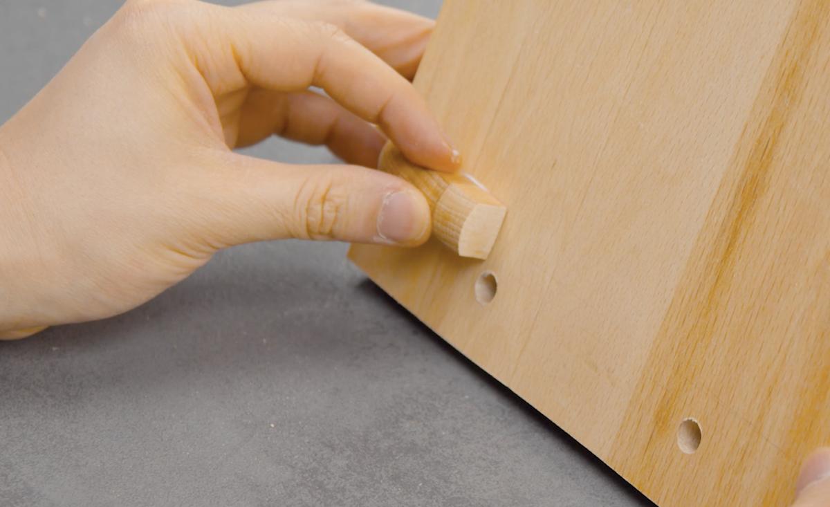 cole os pedaços de madeira na tábua