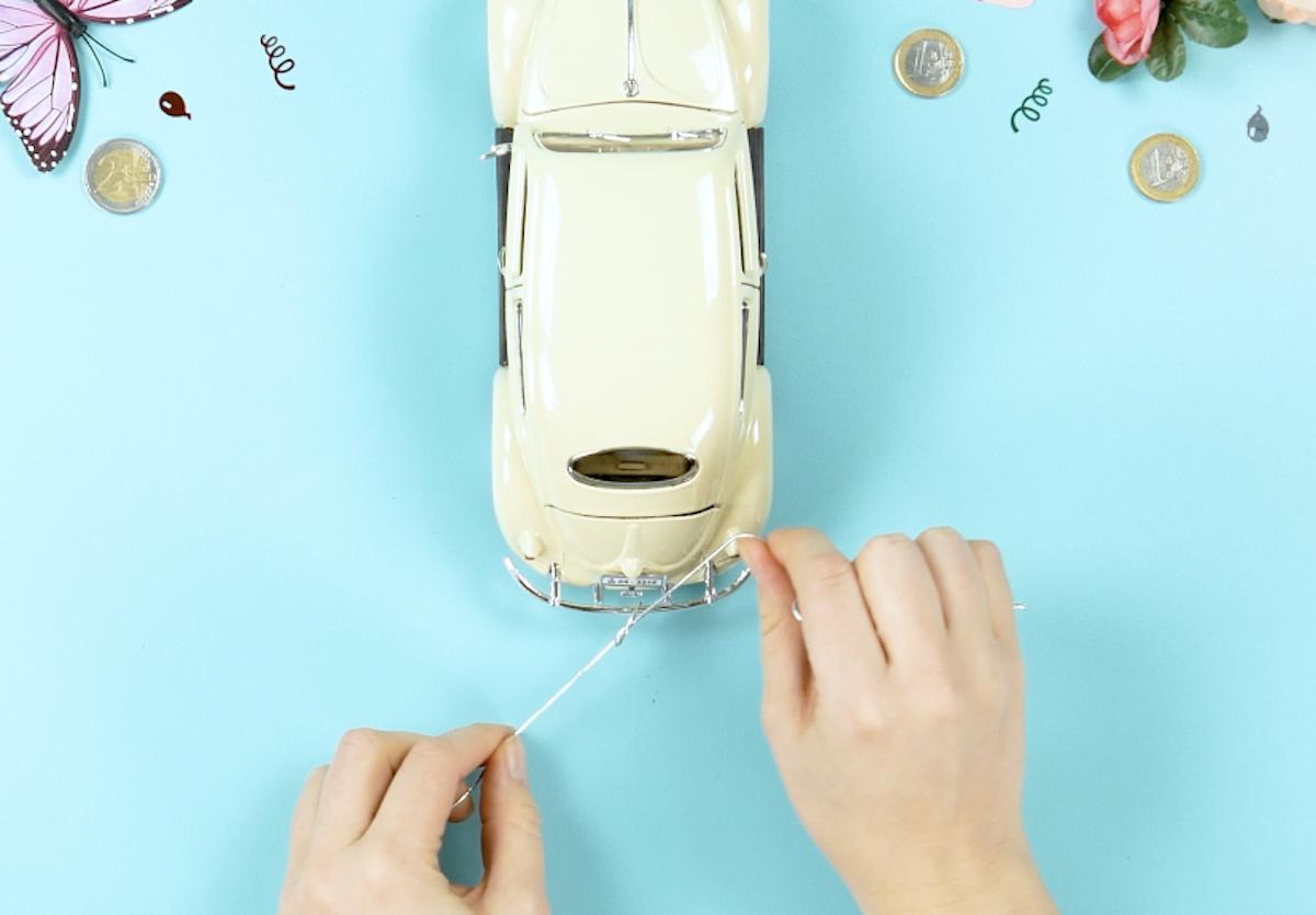 amarre a corda no carro