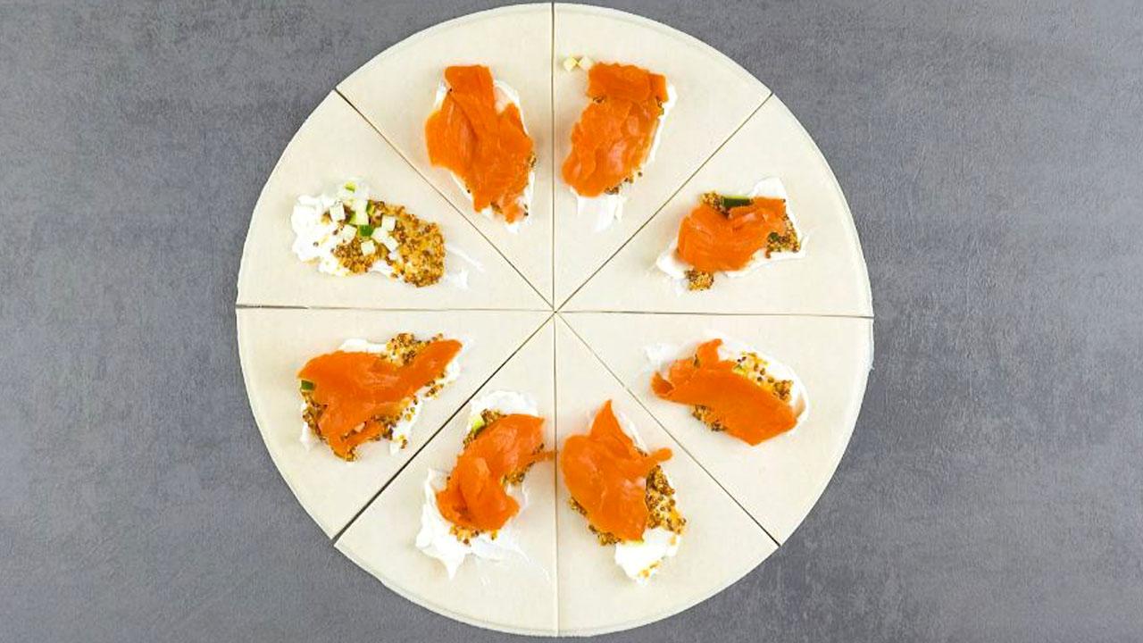 mostarda, cream cheese, abobrinhas em cubos e salmão