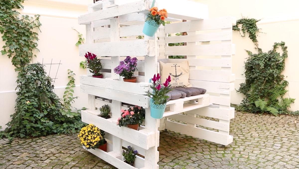 Cadeira de jardim com paletes