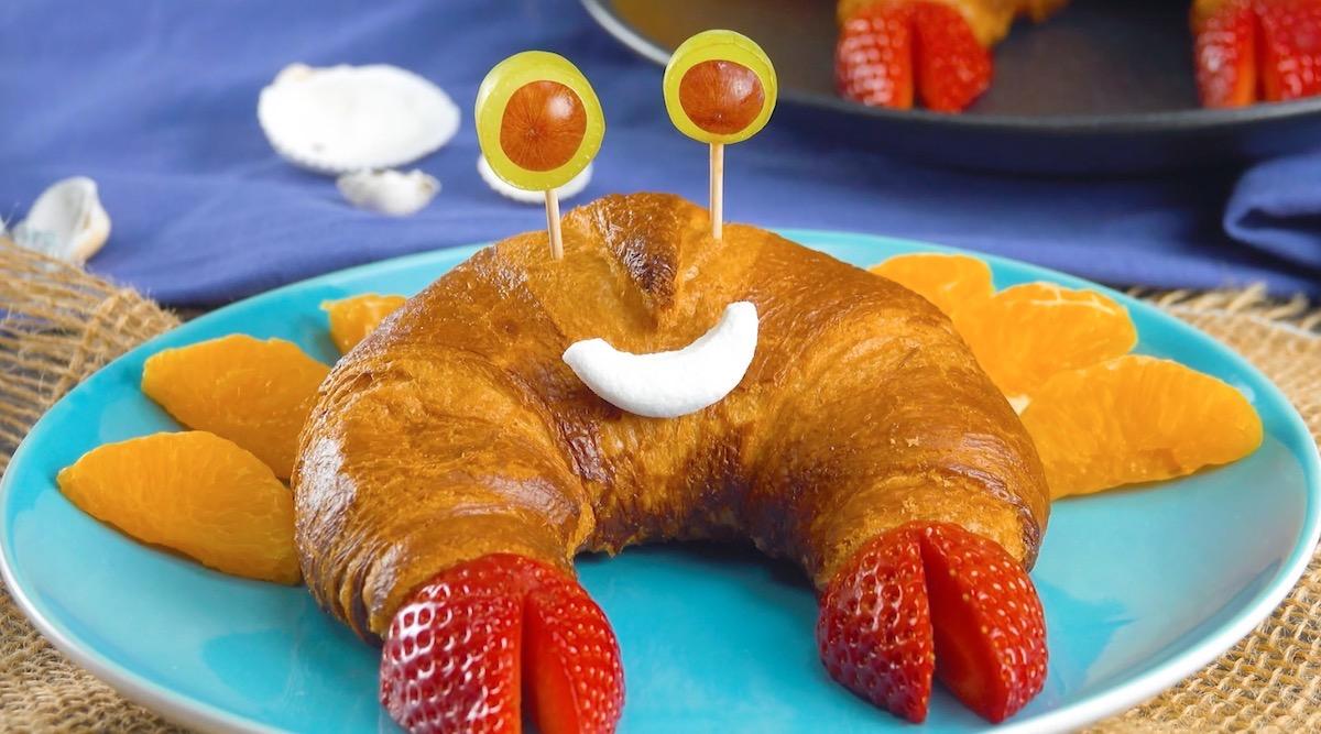 croissant com frutas em forma de caranguejo