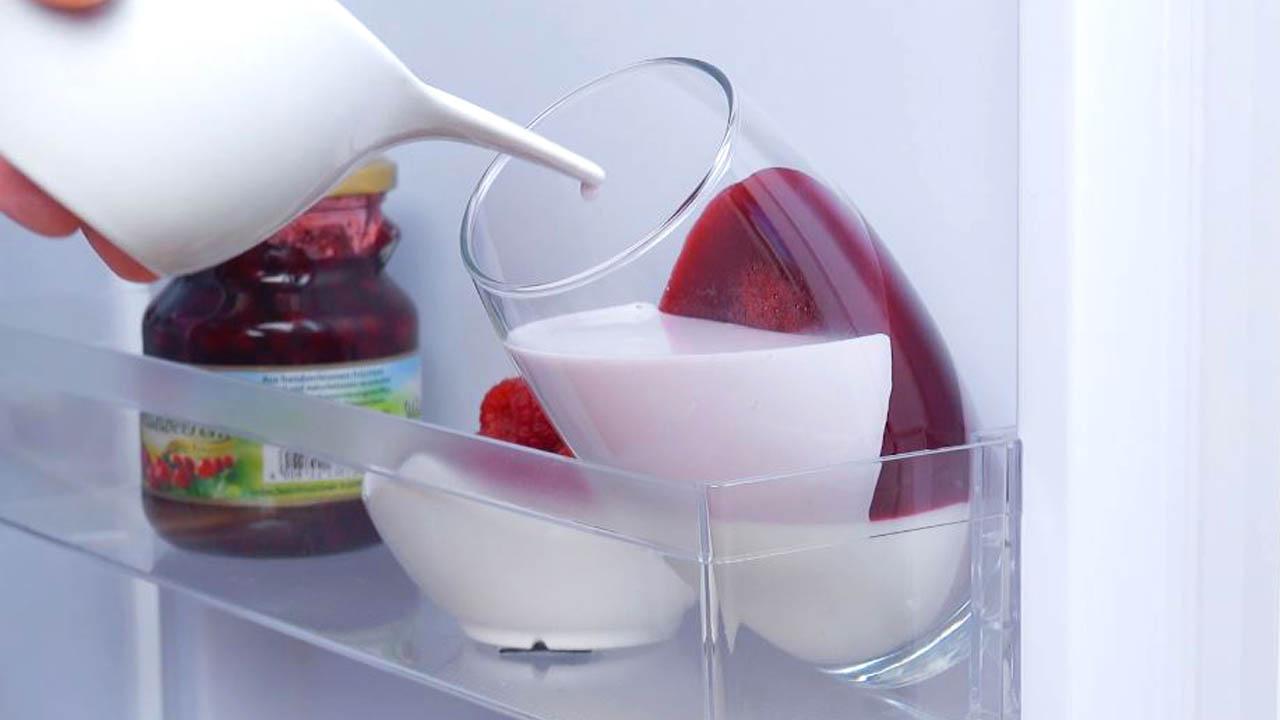 preencha o copo com camadas e refrigere
