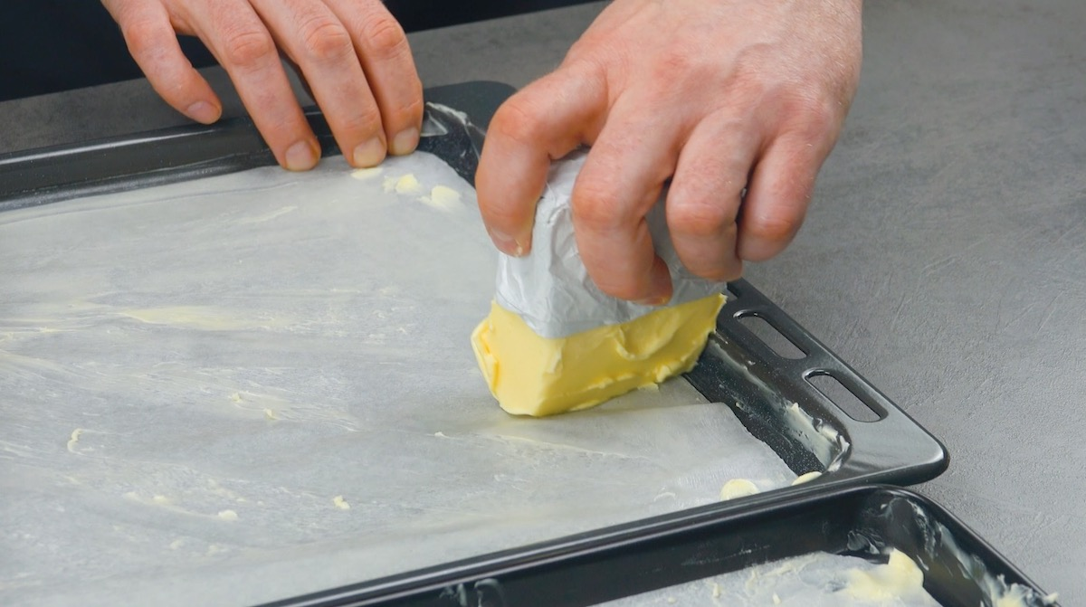 unte o papel manteiga