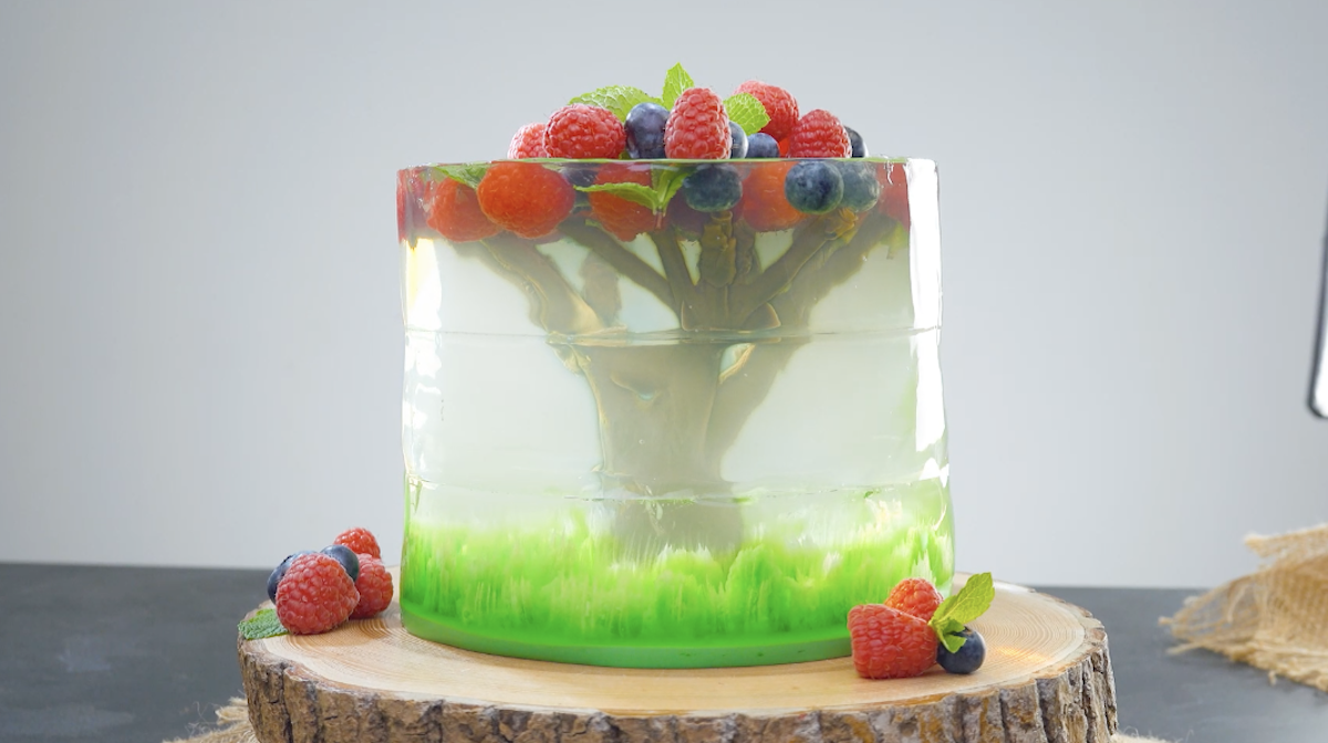 bolo de gelatina e frutas vermelhas