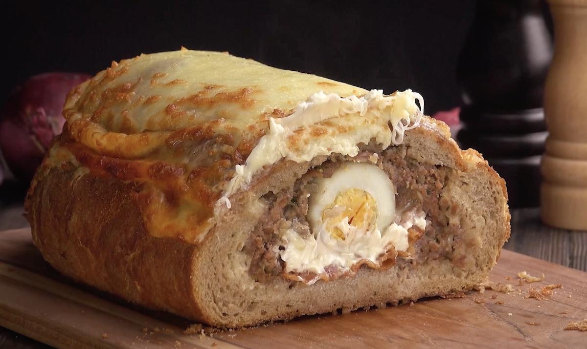 pão recheado com bolo de carne