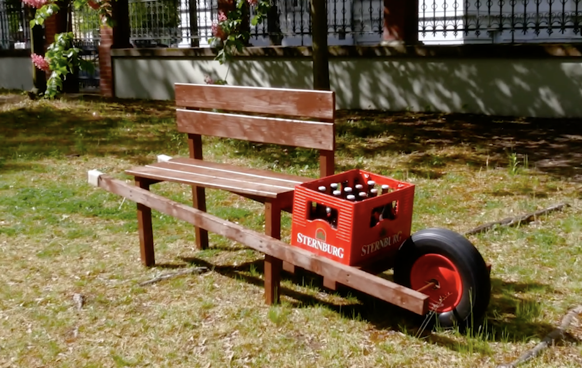 carrinho de mão com banco para bebidas