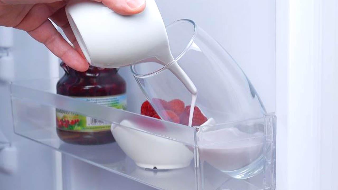 coloque a mistura rosa no copo