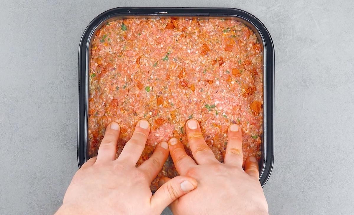 forre o tabuleiro com a carne
