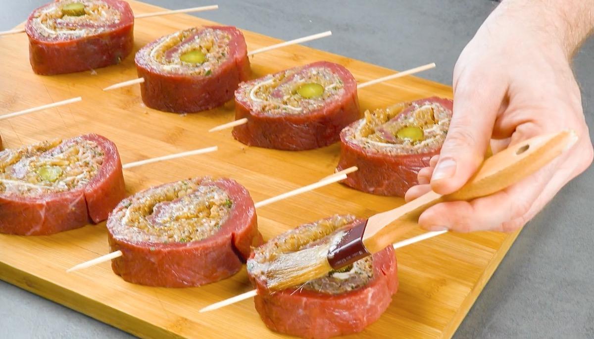 pincele a marinada na carne
