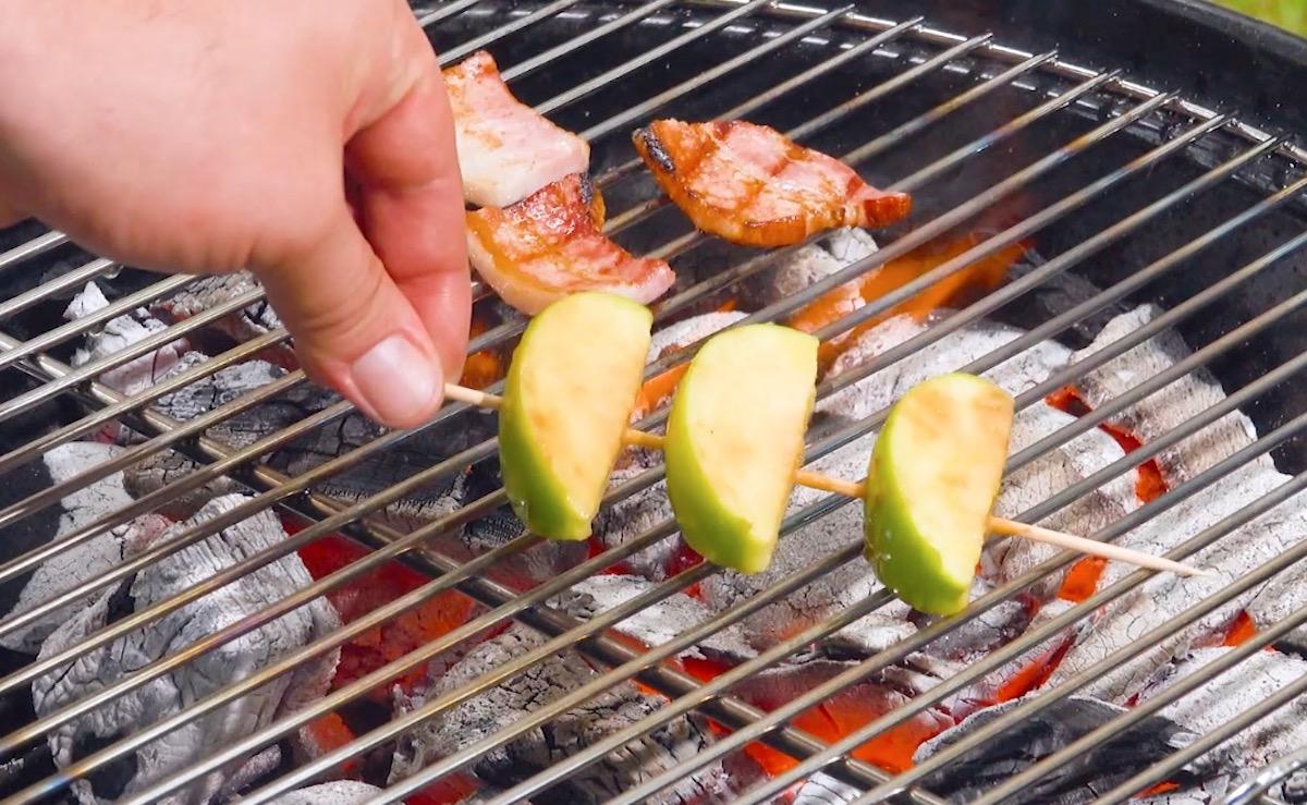 asse a maçã e o bacon
